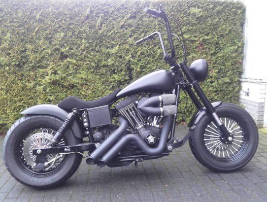 Dikke verbouwde Harley Davidson streetbob